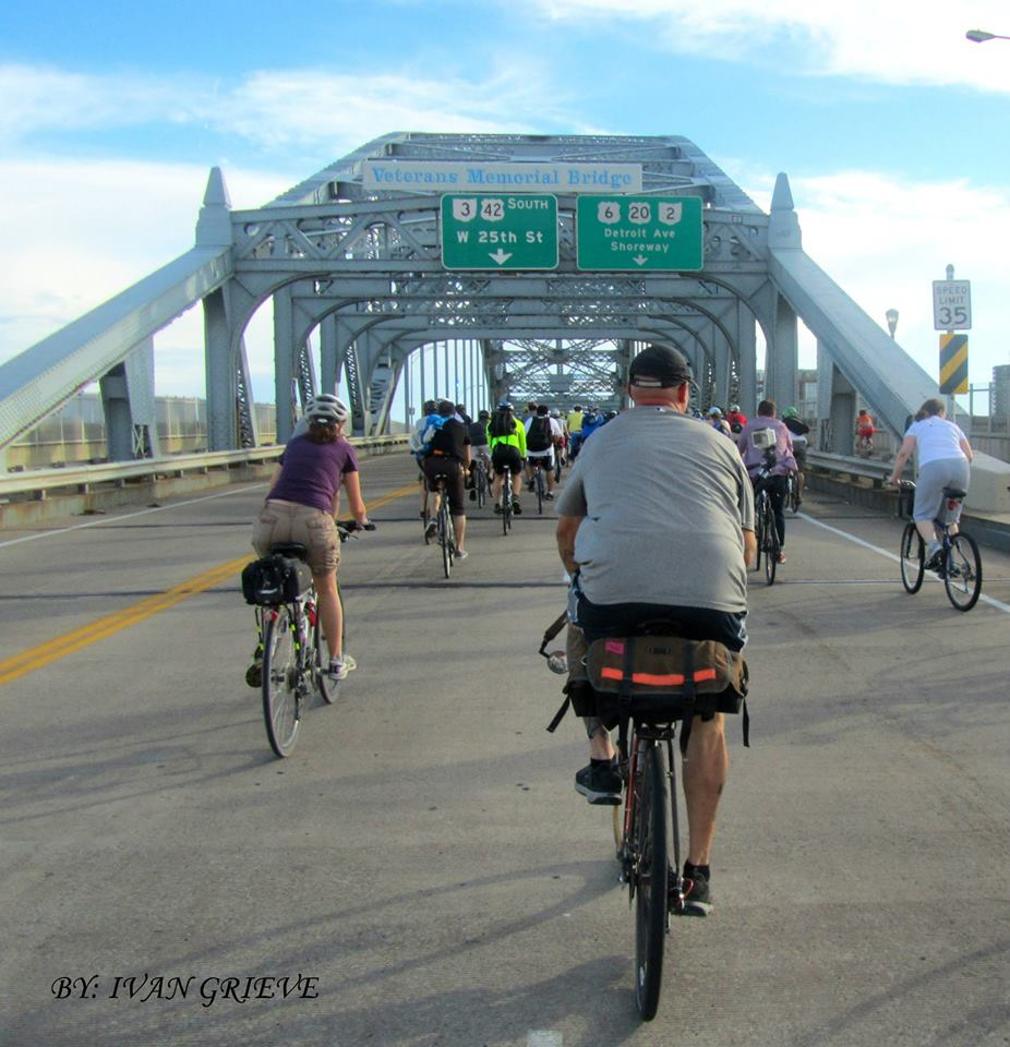 cyclists on detroit superior bridge