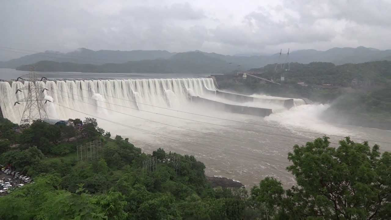 sardar sarovar dam The sardar sarovar dam • the cost of the project was estimated at $200 million, actual cost is $450 million • investors are the world bank until 1993 (when they withdrew), gov of gujarat (state where the sardar sarovar dam is located) and skumars (india's leading textile companies) • it will displace 180,000 more than projected and.