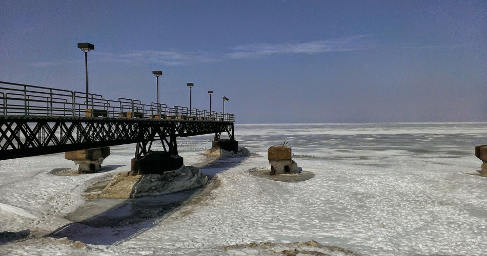 lake erie pier ice